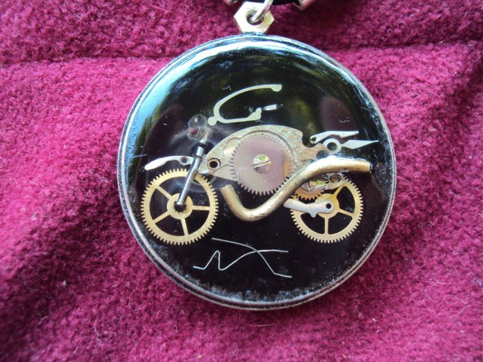 steampunk_bike_necklace_by_metalmorphoses (2)