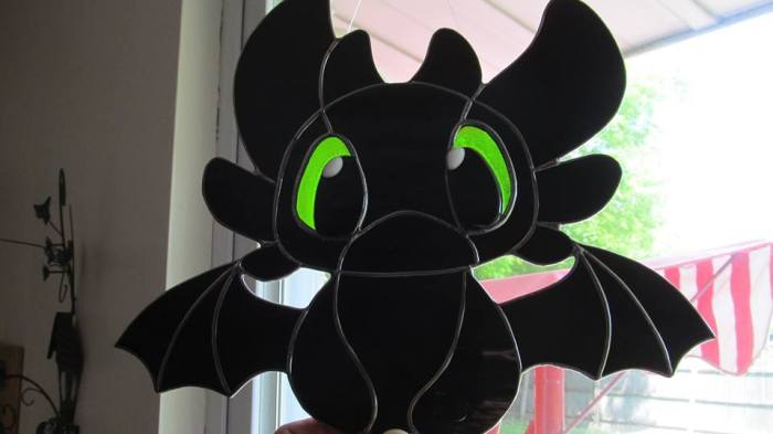 toothless_stained_glass_by_captiveaura